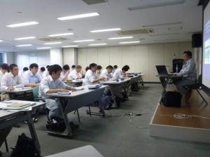 講義を行う小澤技術委員